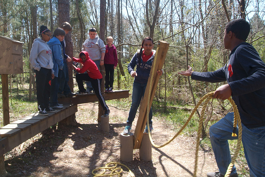 Working together at Xtreeme Challenge Field Trip Center